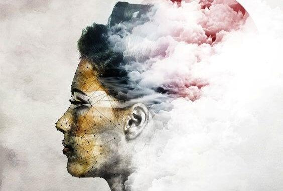 雲に紛れる女性の顔