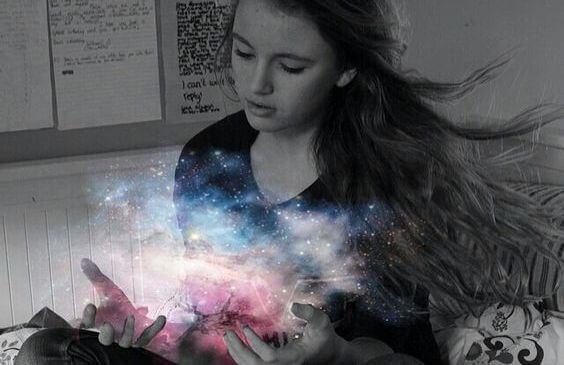 宇宙を手にする少女
