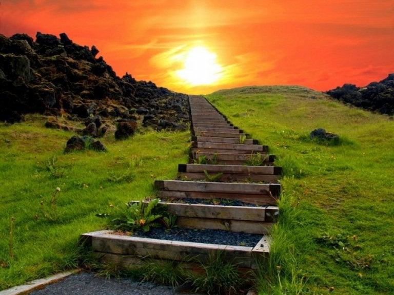 夕日に続く階段