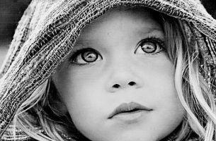 目の大きい女の子