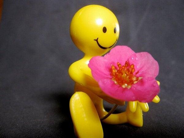 花を手に持ったスマイリーフェイス