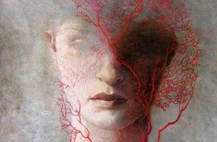 血管が浮き出る顔