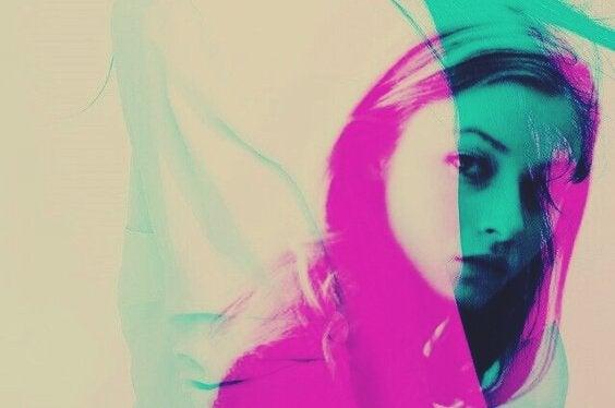 ピンクの女性の影