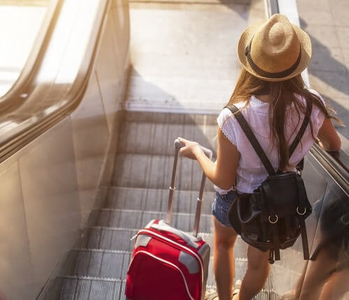 旅に出る女性