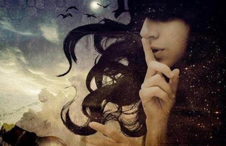 沈黙させる女性と夜空