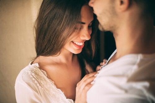 性的な魅力はどのように引き出されるのか