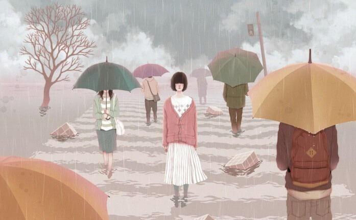 雨の道を濡れながら歩く女性