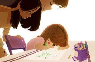 絵を描く女の子と両親
