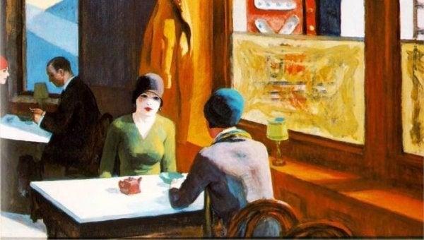 カフェでお茶する二人の女性