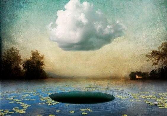 湖の穴と雲