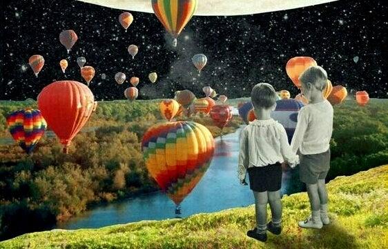 気球と二人の子供