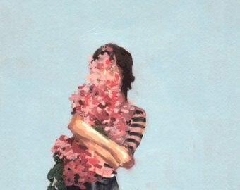 自分をハグする花の女性
