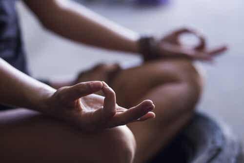瞑想を始める為の4つの基礎的なステップ