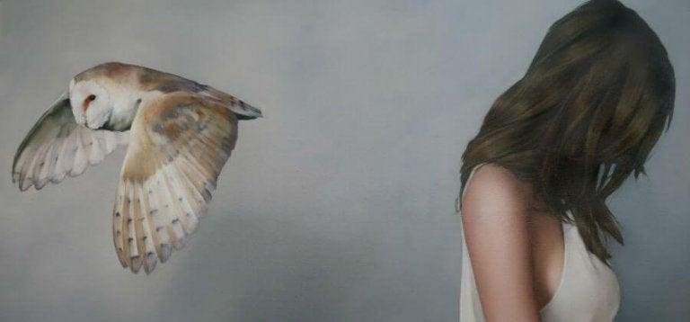 フクロウと女性