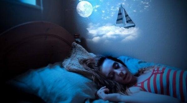 寝言:眠ったまま言葉を発する状態
