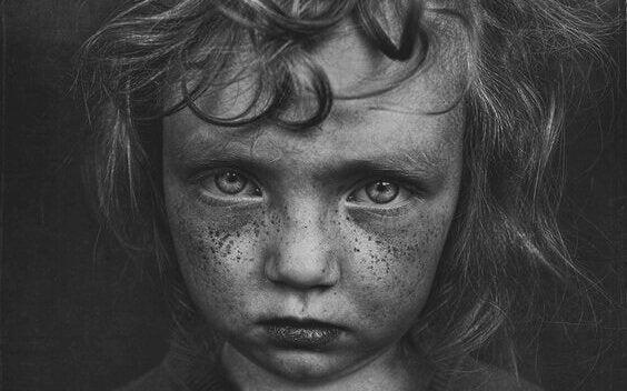 子供時代のトラウマに関連する5つの特徴