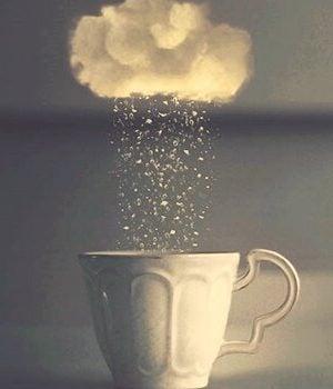 カップと雲