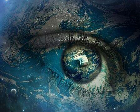 地球が映る目