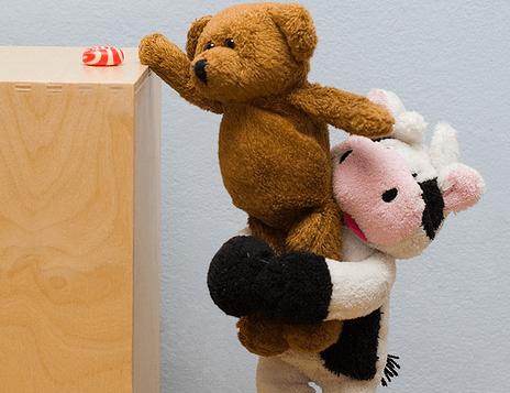 牛とクマのぬいぐるみ