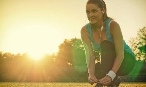 ジョギングの準備をする女性