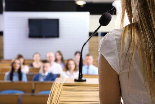 演説の恐怖を克服するための3つの戦略
