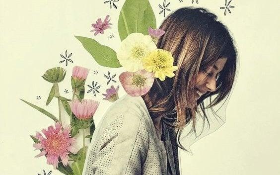 花を背負う女性