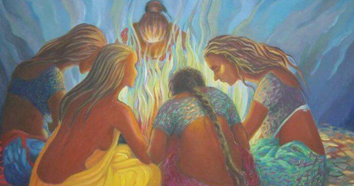 火を囲む女性
