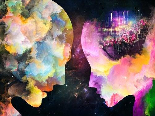 二人の頭のシルエットに浮かぶカラフルな雲