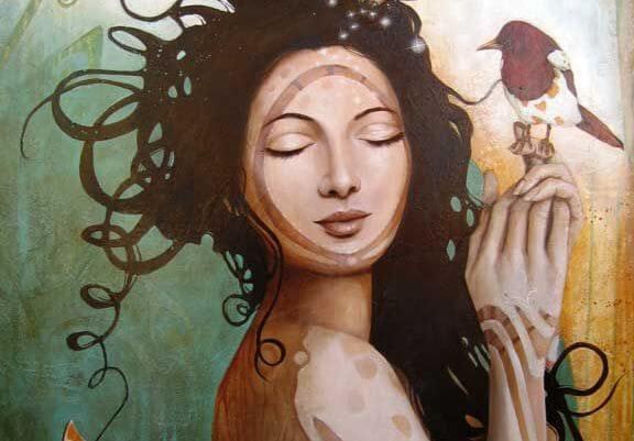 赤い鳥を手に乗せた女性