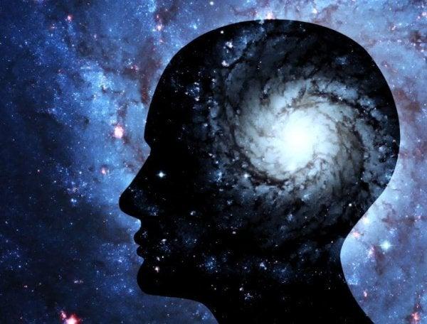頭と宇宙の星々