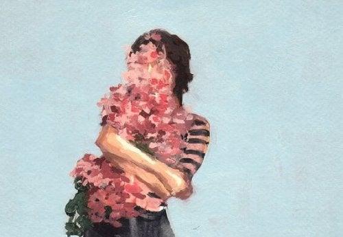 花を抱きしめる女性