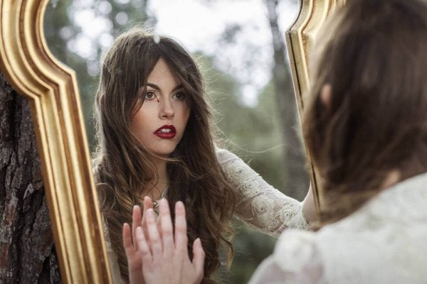 鏡に映る自分の姿の先を見よう
