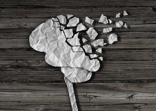 紙の脳が破れている