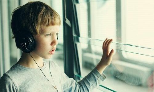 自閉症を恥じる必要はない。恥じるべきは無知。