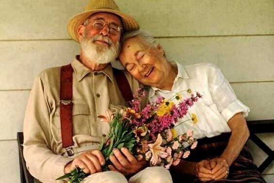 高齢者のカップル