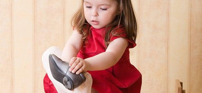 靴を履く少女