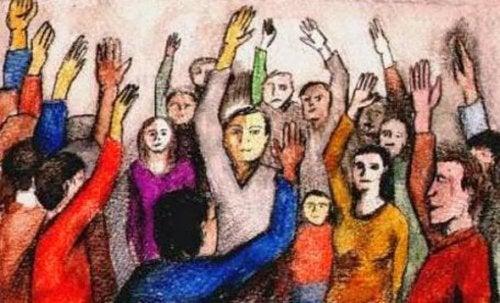手を挙げる人々