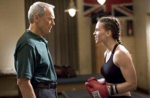 強い意志:女性ボクサーとトレーナー