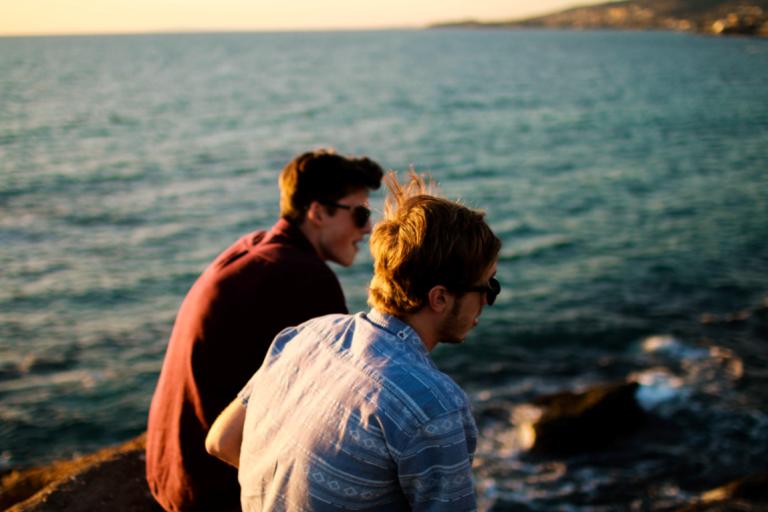 海辺の男性