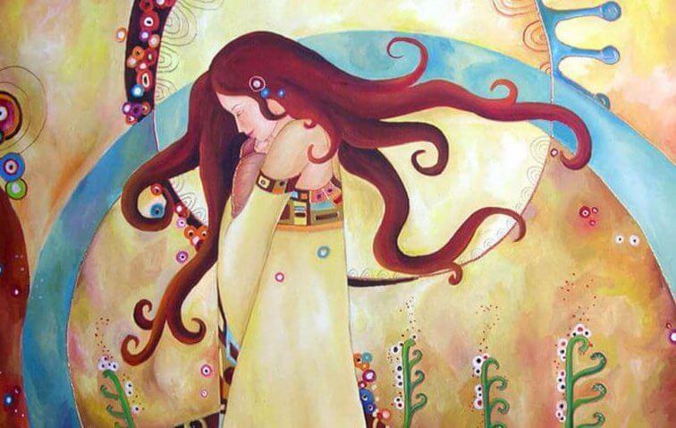 自分を抱きしめる女性