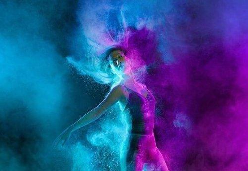 青と紫の踊り
