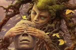 木の女性が男性の木に目隠しをしている