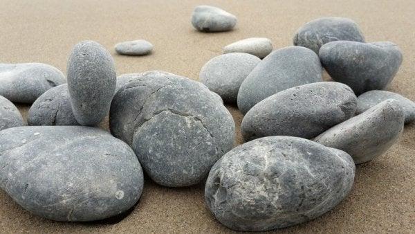 バラバラの石