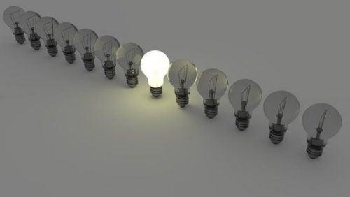 ヴィクトル・クッパーズと「電球効果」:なぜ態度は重要なのか?