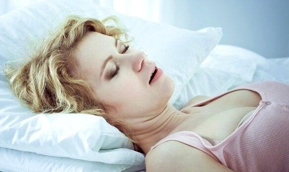 睡眠時無呼吸症:原因、警告サインと治療法