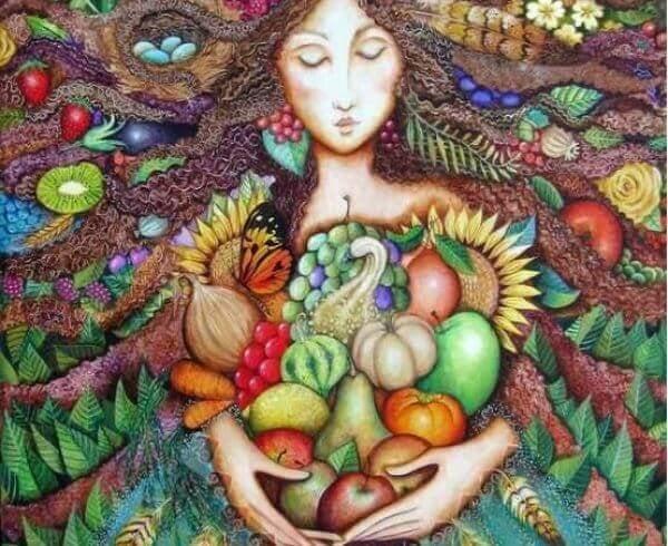 食べ物を抱える女の人