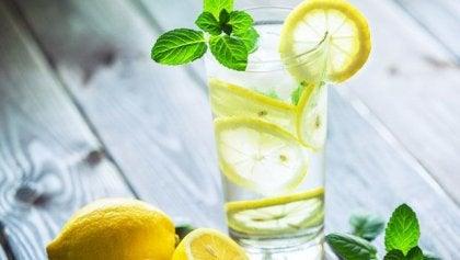 朝レモン湯を飲むメリットとは?