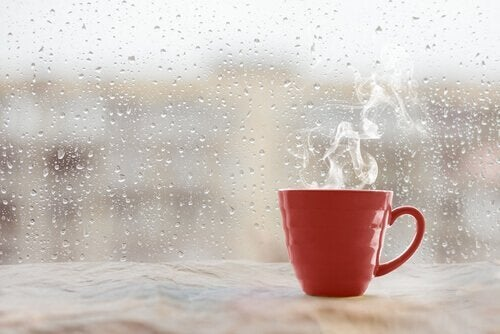 雨とコップ