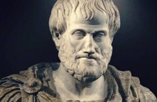 アリストテレス・コンプレックス:自分は他人より優れている