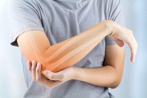 関節リウマチ:症状、原因、治療